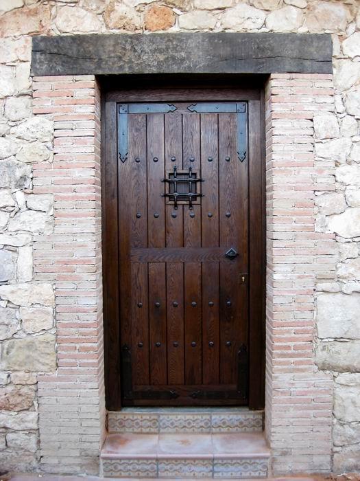Puerta r stica guadamur 220x110x8 port n cl sico for Precio puerta madera exterior