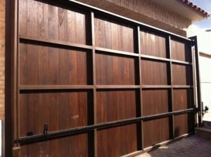 Portón de madera corredero (Madrid)