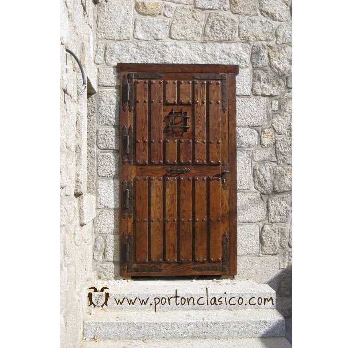 Rustic door round in Madrid
