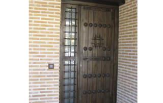 Puerta rústica Guadamur con clavos de fundición (León)